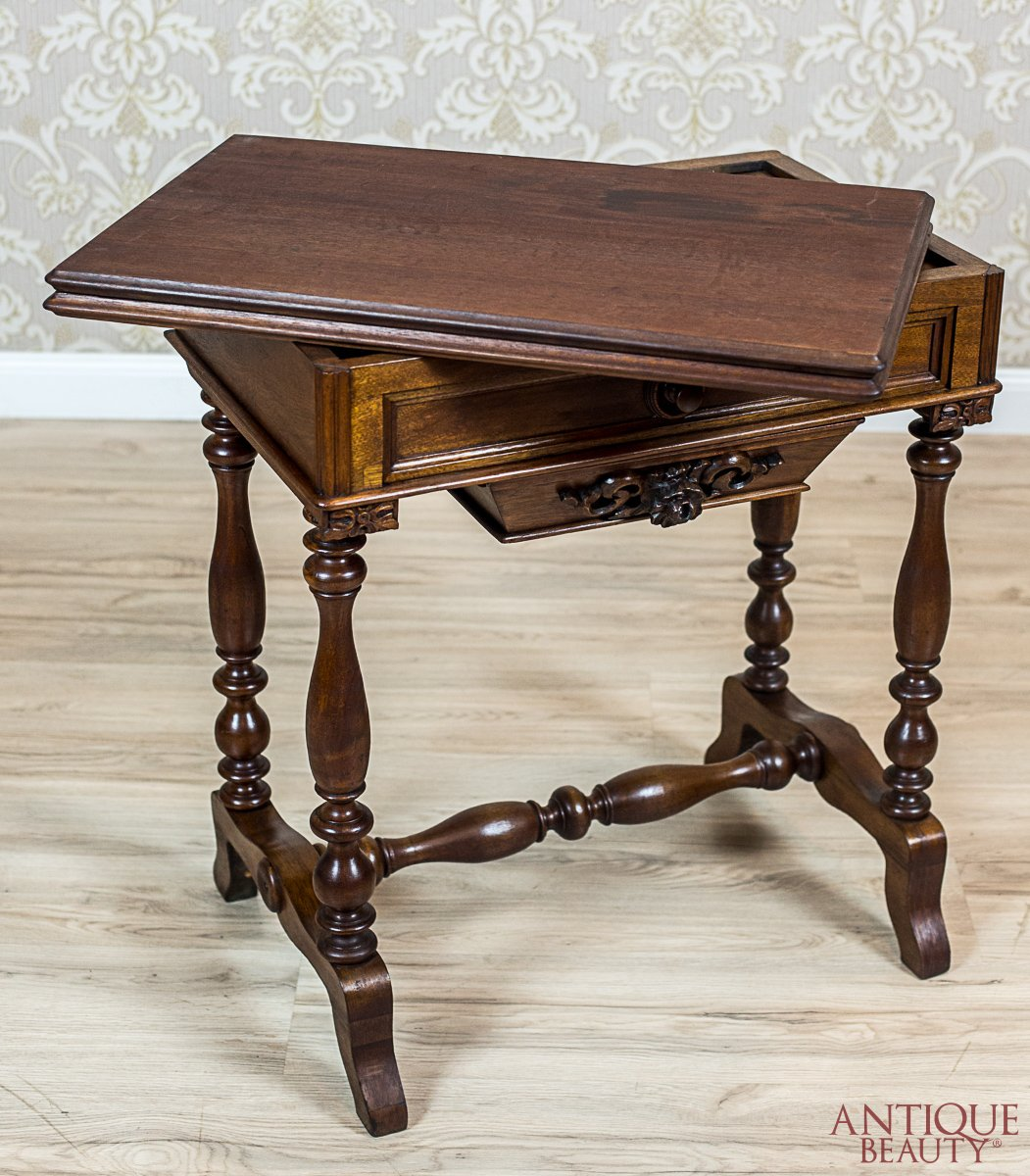 Antique Beauty Antique Sewing Tablecard Table