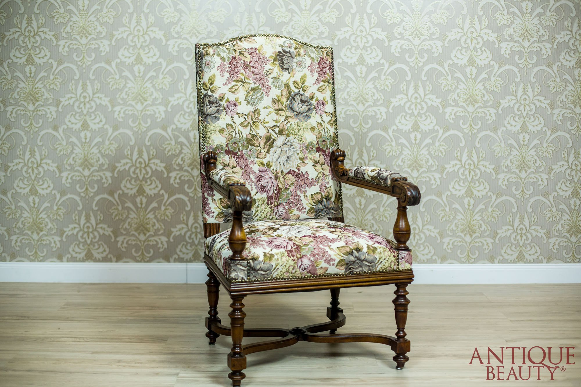 french armchair throne from the turn of the 19th and 20th centuries