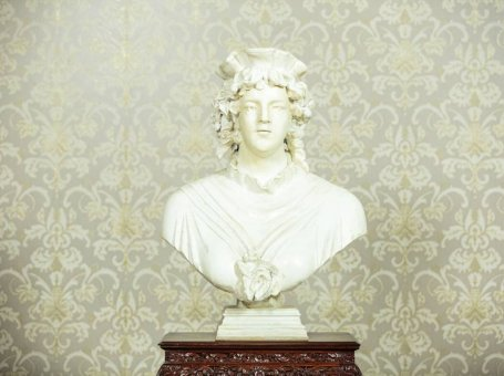 Representative Bust of a Woman