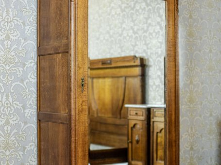 Closet-Linen Cabinet with a Mirror