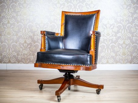Swivel Desk Chair in the Colonial Type